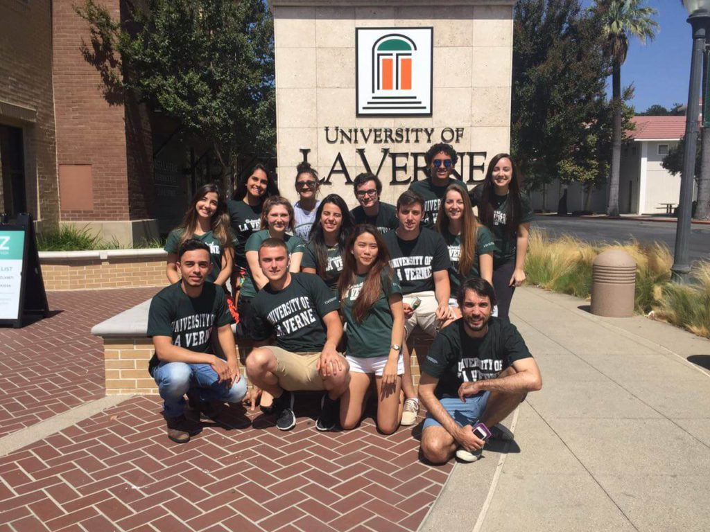 Studenci kalifornijskiego uniwersytetu La Verne