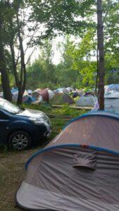 zbliżenie na pole namiotowe