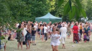 goście na festiwalu wibracje